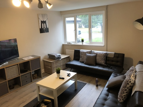 5 Bedroom Camberley Airport Accommodation