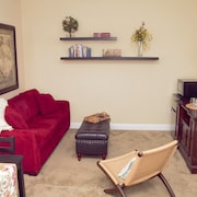 Spacious 1 Bedroom Suite With King Bed in Quaint Safety Harbor