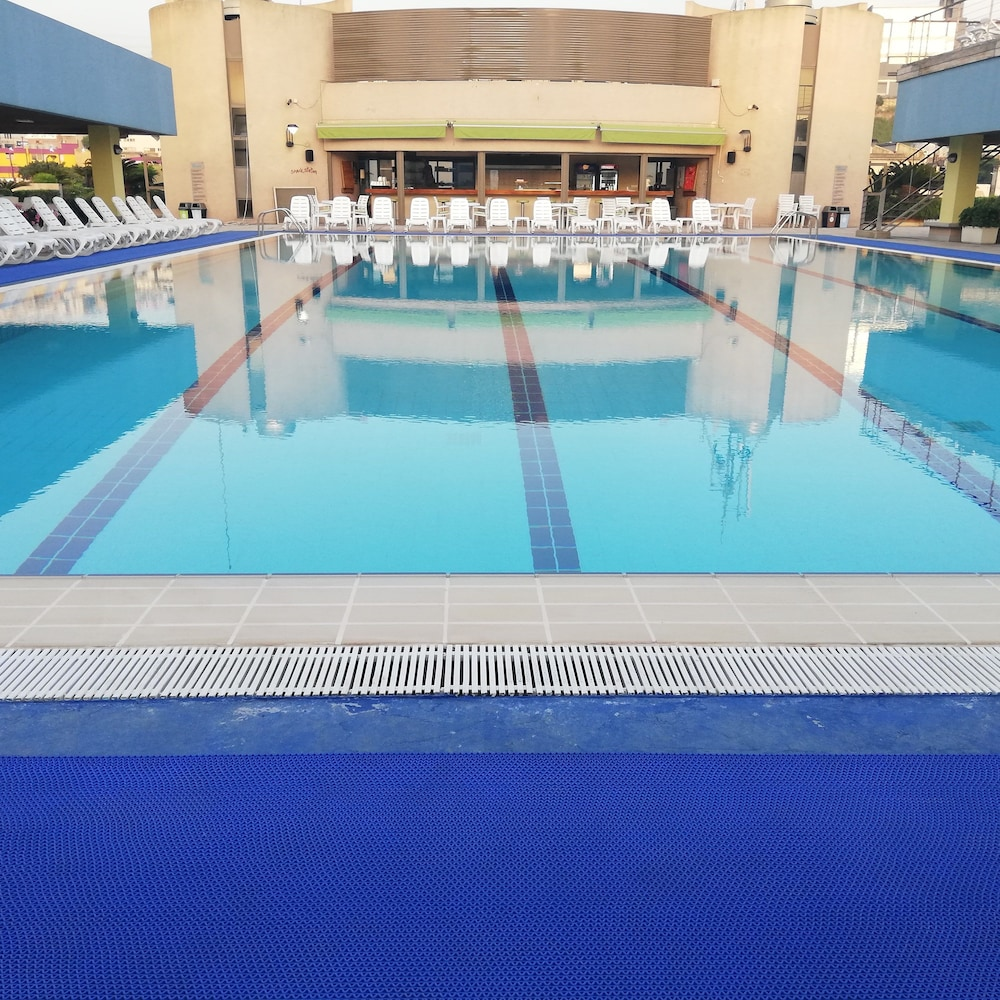Outdoor Pool, Siwar Center Apartments