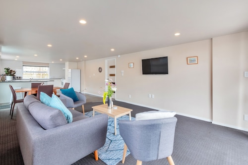 Sunny Three Bedroom Pakuranga Delight