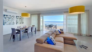 Stunning Seafront Lux Apt, Fort Cambridge wt Pool