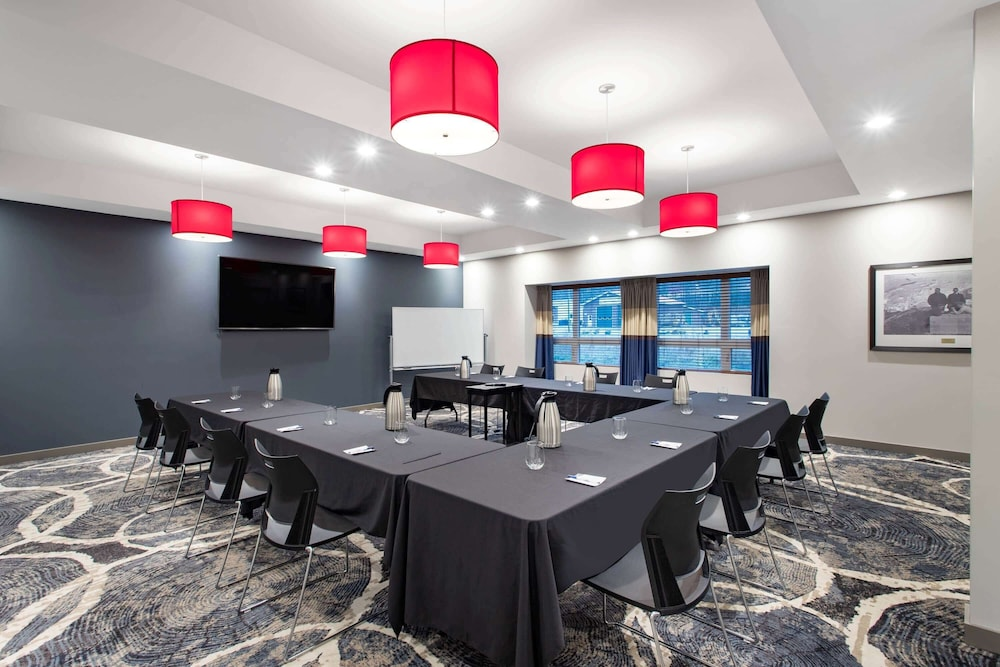 Meeting Facility, Microtel Inn and Suites by Wyndham Mont Tremblant