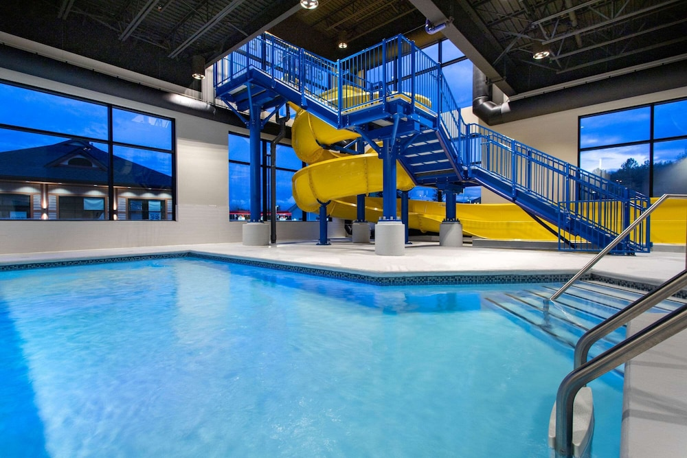 Indoor Pool, Microtel Inn and Suites by Wyndham Mont Tremblant