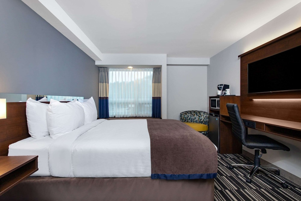 Room, Microtel Inn and Suites by Wyndham Mont Tremblant