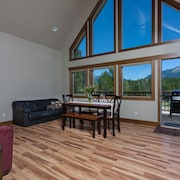 Beautiful Chalet With Mountain Views, Glacier National Park