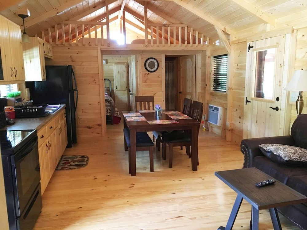 2br/1ba/loft Amish Built Cabin Located on Pond at Rippling