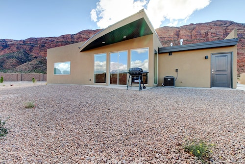 NEW Listing! Tranquil Home w/ Amazing Views & Great Location Close to Arches NP