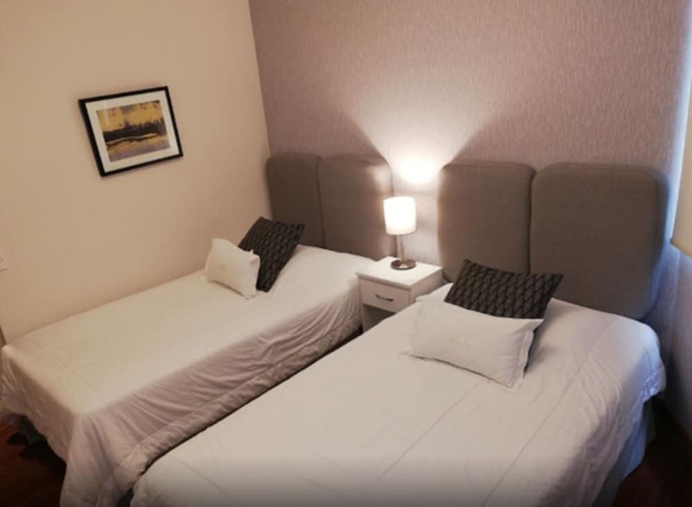 Miraflores Luxury Apartments Grau