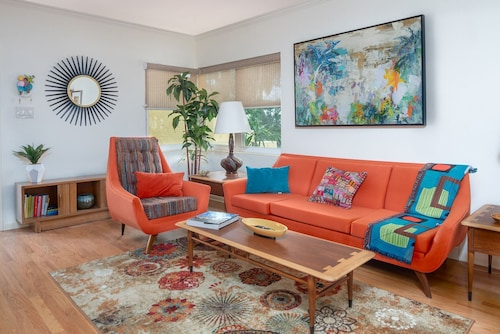 Mid Century Luxury, a 1 Quadra do Park Ave