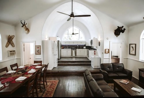 THE OLD Church INN is a Luxurious Property Near Salmon River