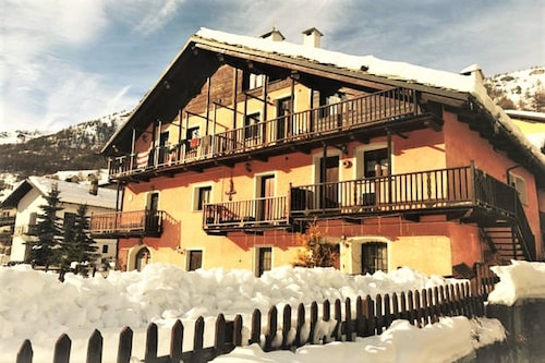 Beautiful Chalet With Garden and Fireplace 10px, on the ski Slopes