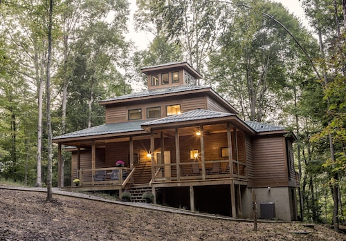 New Construction ~ 4 Bedroom, 3.5 Baths, 3 Decks, Pond View Near New River Gorge