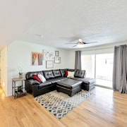 Remodeled, Fully Furnished - Walk to Cubs Stadium, Shopping, Dining & More!