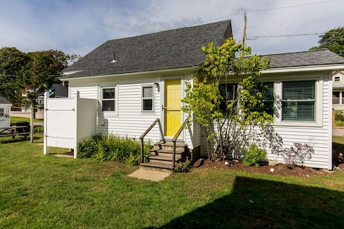 NEW Listing! Dog-friendly Cottage W/outdoor Shower & sun Room -1/4 Mile to Beach