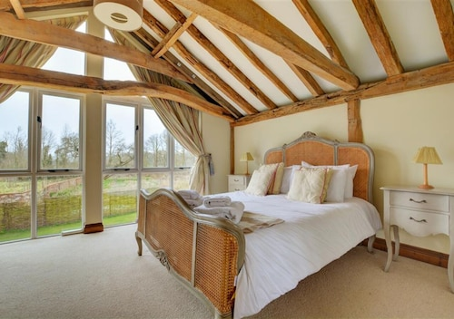 Brand Barn, Sutton - Four Bedroom House, Sleeps 8