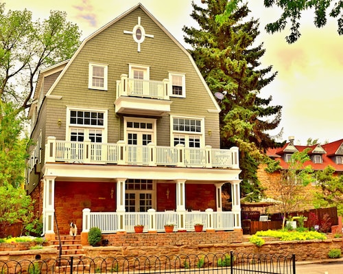 Heart of Manitou Springs. Award-winning. Luxurious. Rent up to Three Apartments