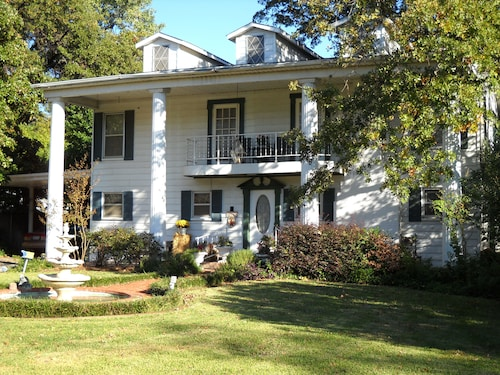 Great Place to stay Azalea Plantation Bed and Breakfast near Fort Worth