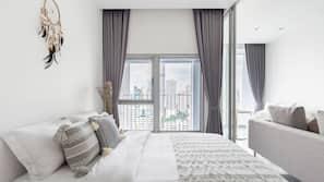 1 多间卧室、保险箱、书桌、遮光窗帘