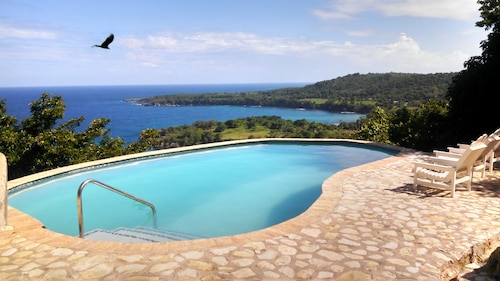 Best View in Jamaica, Pool, Hot Water, LOW Price