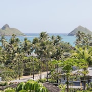 Lanikai Studio With Stunning Ocean View Looking out at the Mokulua Islands