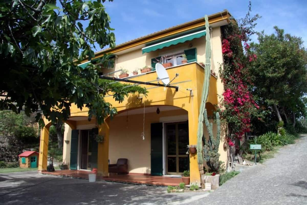 B B La Casa Dei Gelsi Loano Italia Expedia It