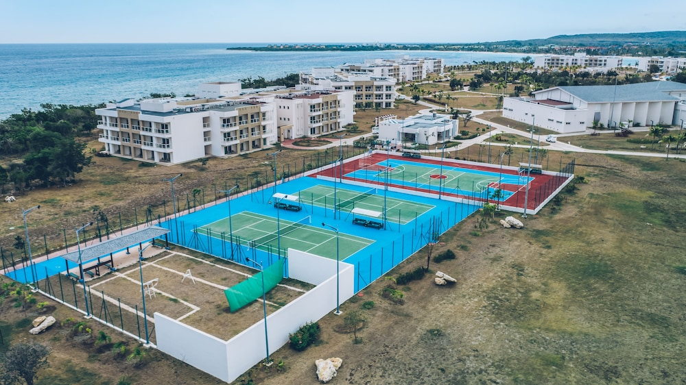 Tennis Court, Iberostar Selection Holguín - All Inclusive