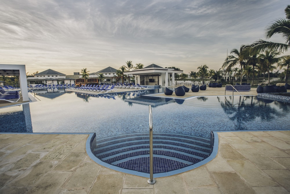 Pool, Iberostar Selection Holguín - All Inclusive