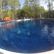 HUGE POOL+ HOT TUB! PRIVATE LAKE! FISHING, BBQ,VOLLEYBALL! OK-PETS!
