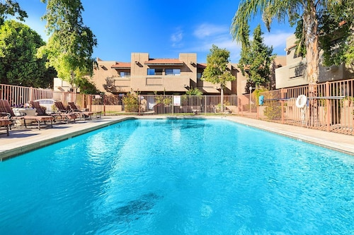 Prime Winter Availability! Discounted Rates! 2 BED 2 Bath Garage,pool