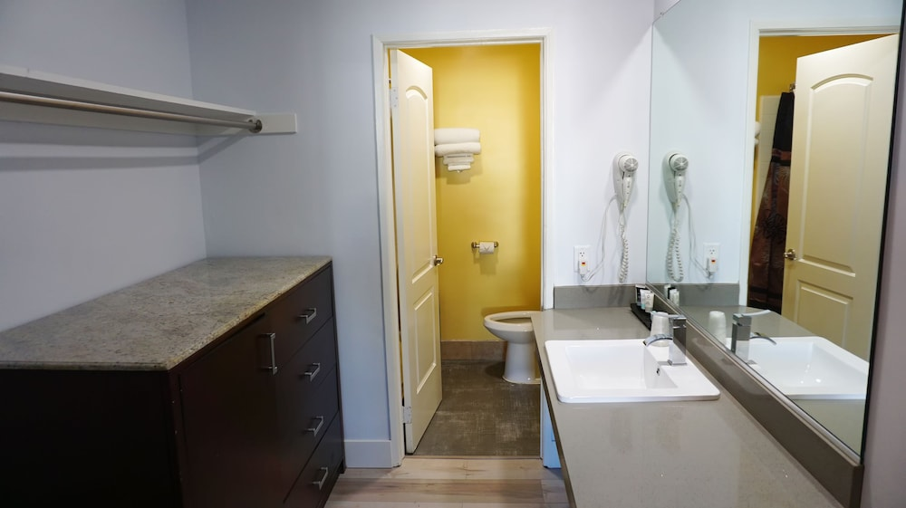 Bathroom, Hometel Suites