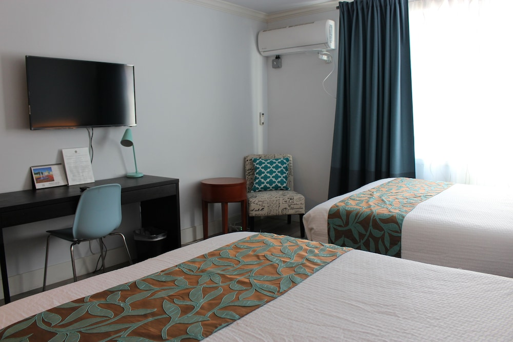 Room, Hometel Suites