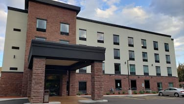 Cobblestone Hotel and Suites Janesville