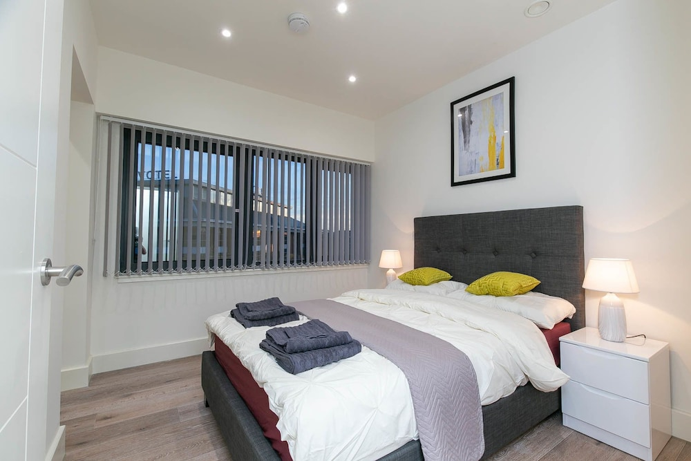 Room, Deluxe Heathrow Apartments & Parking