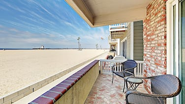 Prime Oceanfront 3br In Seal Beach 3 Bedroom Duplex