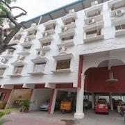 Vadapalani Murugan Temple Accommodation: AU$41 Hotels Near