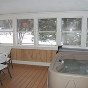 White Mountain Escape In Bethlehem w/ new Jacuzzi