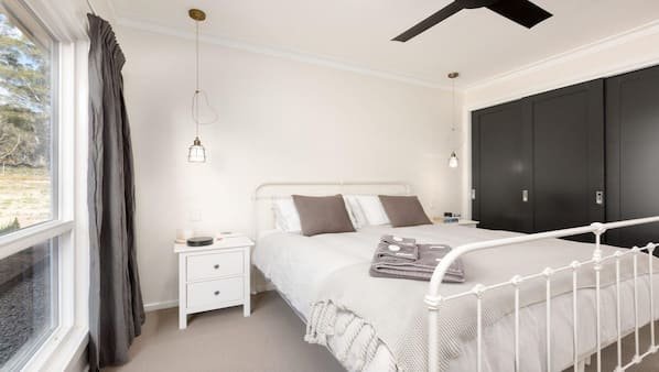 5 bedrooms, iron/ironing board, bed sheets