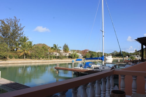 Exceptional Waterfront Villa, Short Walk to Beautiful Secluded Beach