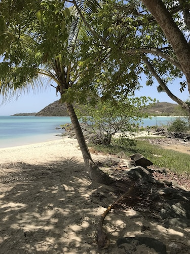 Beach, Exceptional Waterfront Villa, Short Walk to Beautiful Secluded Beach