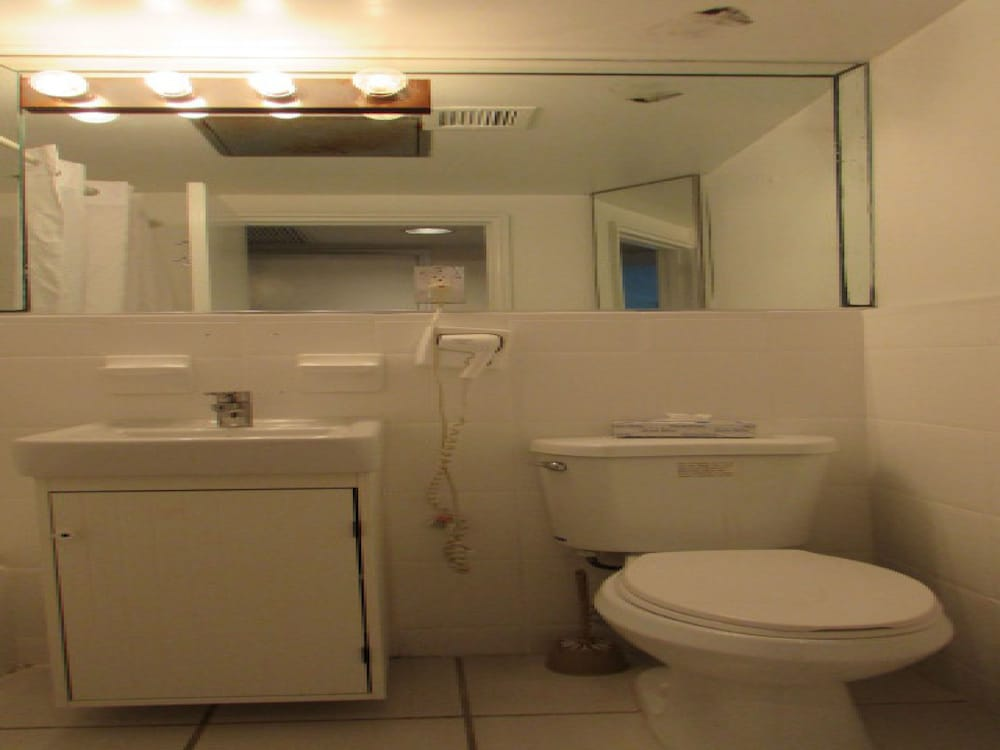 Bathroom, Casablanca Miami Beach