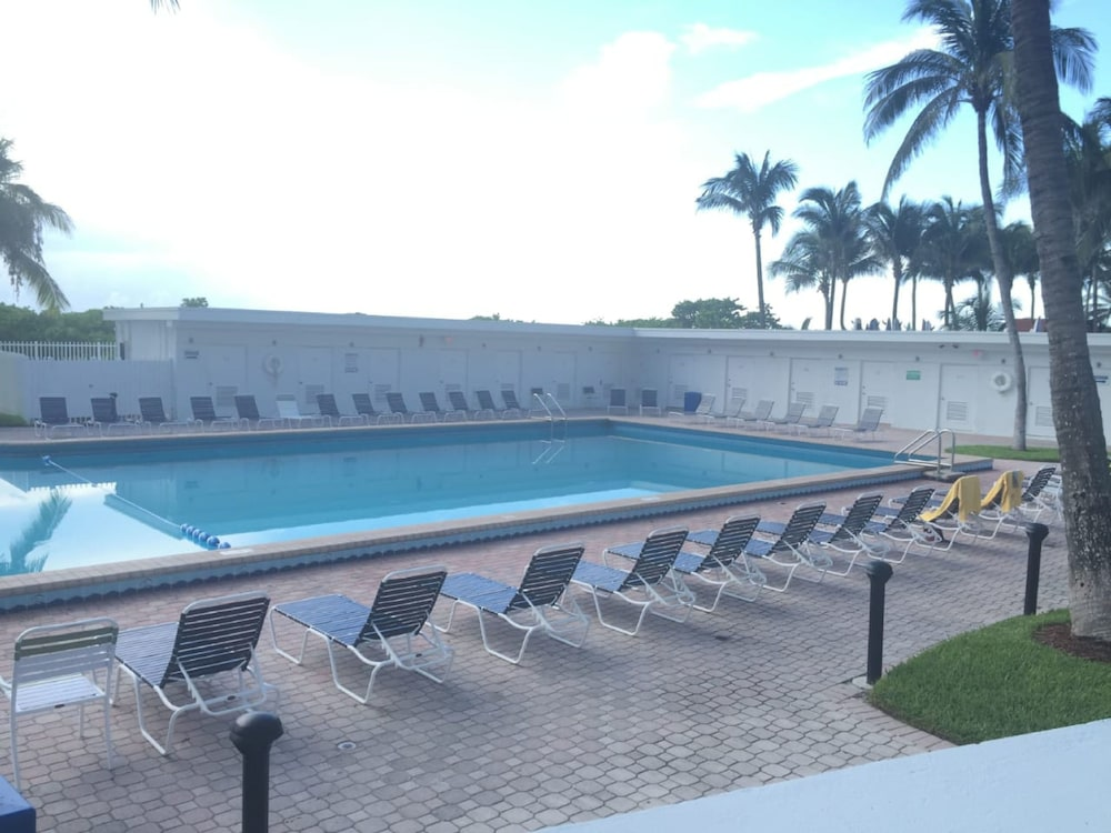 Outdoor Pool, Casablanca Miami Beach