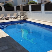 Lovely Detached Villa With Large Private Pool on Sunny Plot