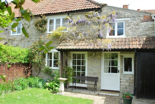 Owl Cottage - Affordable, Rural Cottage in Great Location!