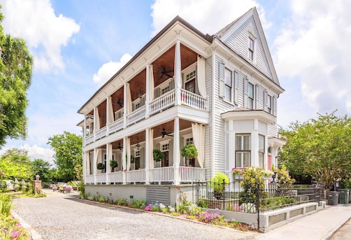 Great Place to stay 154 C Spring Street - 3 BR / 2 BA Holiday home 3 near Charleston