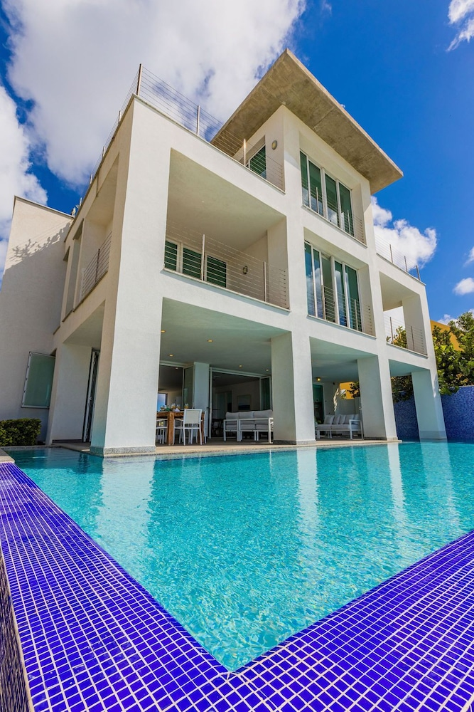 Pool, 7 Bed/6 Bath Beachfront Villa With Infinity Pool Overlooking The Caribbean
