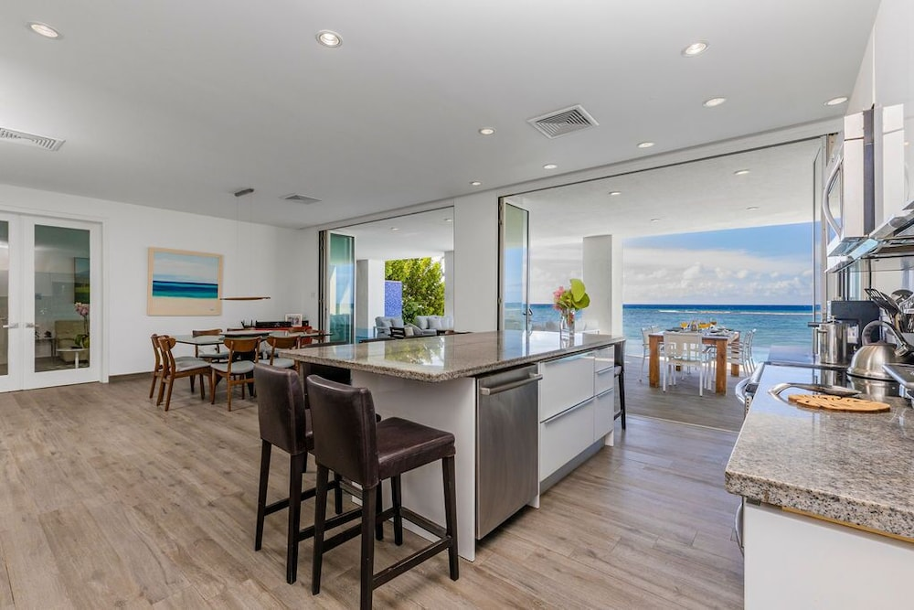 Private Kitchen, 7 Bed/6 Bath Beachfront Villa With Infinity Pool Overlooking The Caribbean