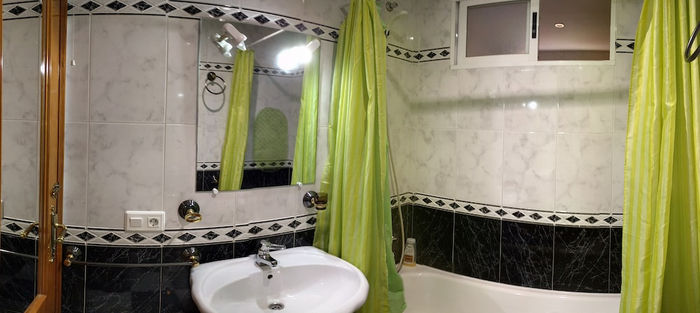 Bathroom, Very Close to Merida, Wifi Free Free Breakfast