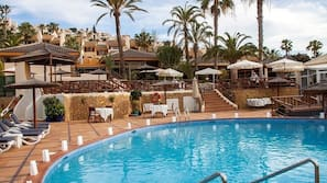 Outdoor pool, open 9:00 AM to 3:00 PM, pool umbrellas, sun loungers