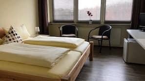 Individuell dekoriert, Schreibtisch, Verdunkelungsvorhänge