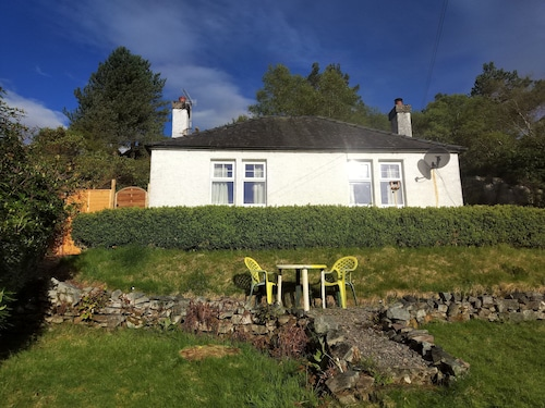 Secluded Cottage Very Close to Skye Bridge and Within Kyle of Lochalsh Village